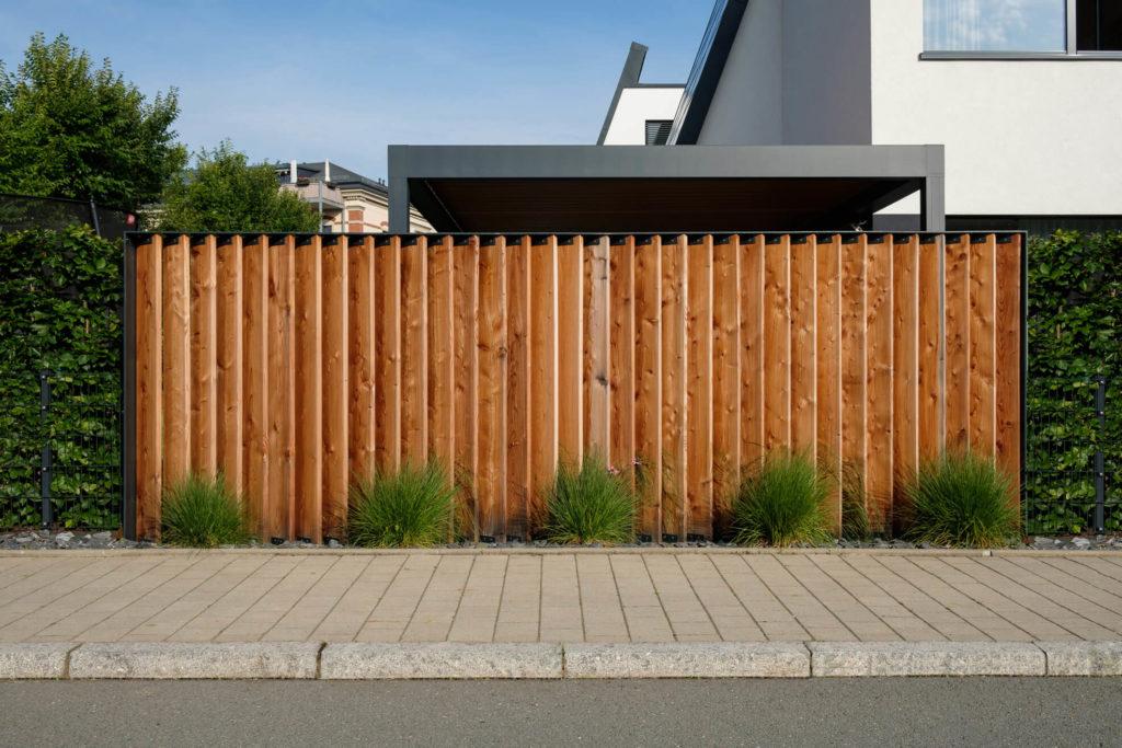 Garten mit klaren Linien